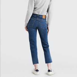 Levi's Wedgie Fit White Oak Cone Denim Frayed 28
